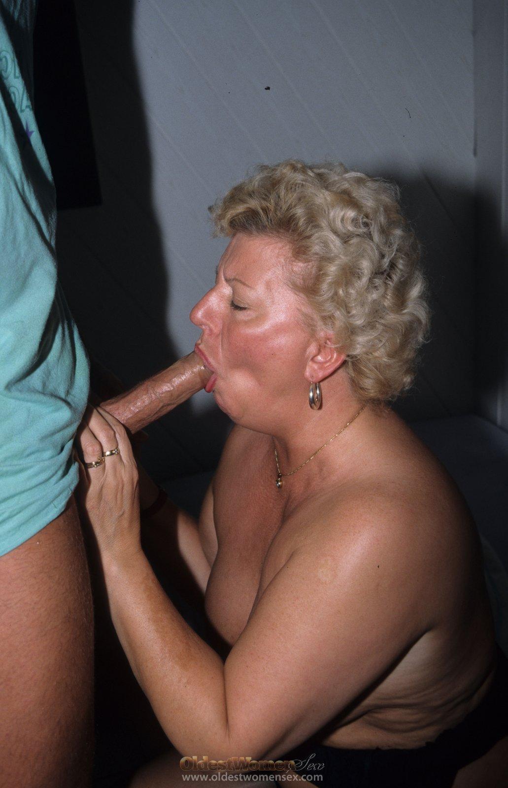 Отсосала старая тетка
